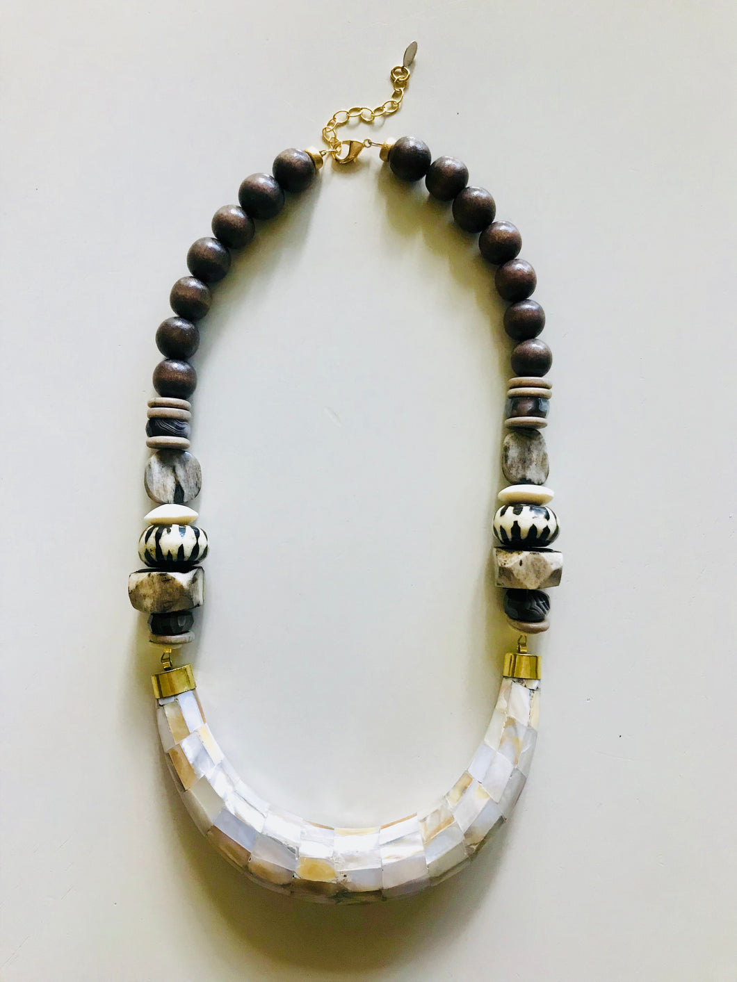 Mother-of-Pearl Collar Necklace | Brown