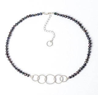 5 Circle Pearl Necklace