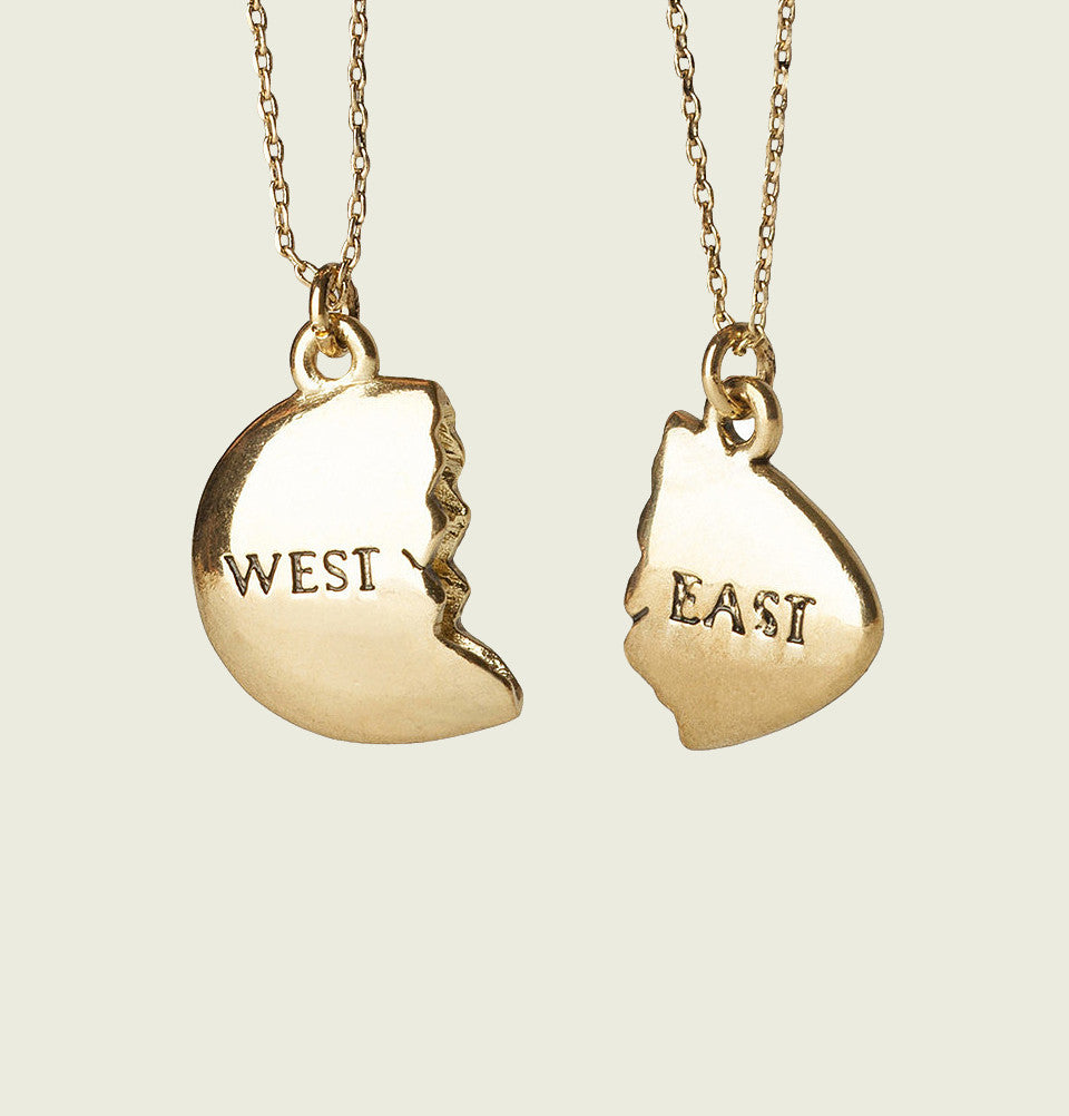 Necklace THE GREAT GATSBY Plated Gold in Two Broken West East Pieces  - Tees.ca
