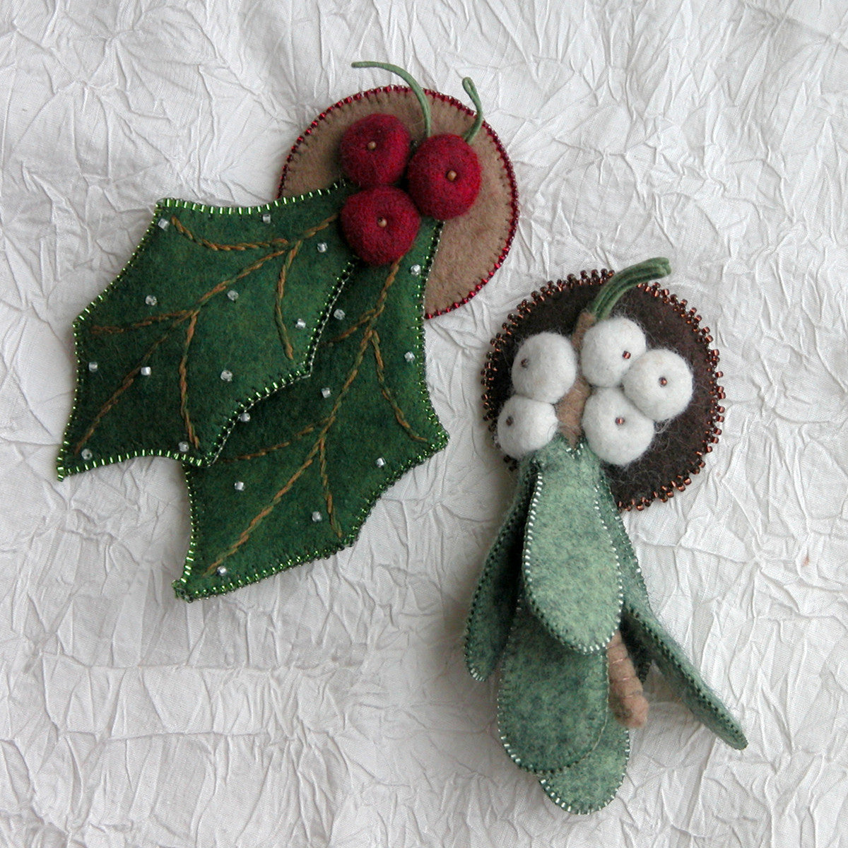 Holly and Mistletoe Pin Pattern
