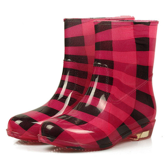 Low-heel ankle rain boots