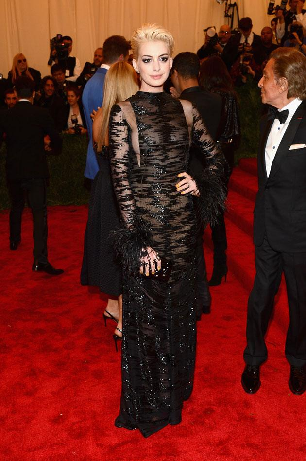 MET images_article_2013_05_07_met-gala-13-anne-hathaway