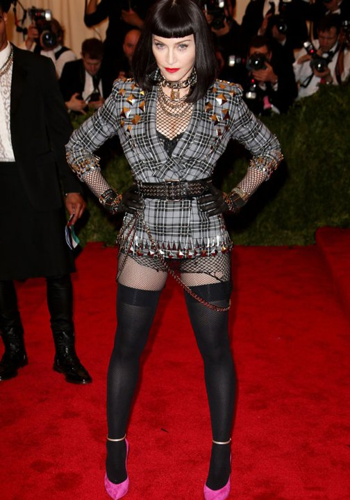 NO madonna-met-ball-2013-costume-institute-gala-red-carpet-fashion-pictures-07-05-2013-jpg_081739