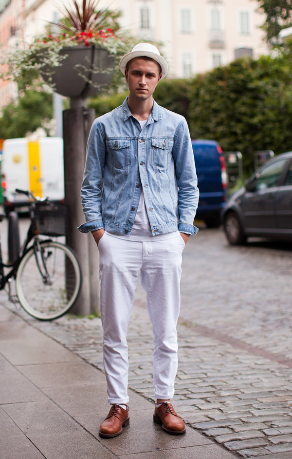 street-style-light-wash-denim-jacket-and-all-white-duds