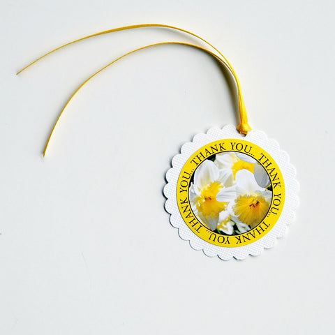 "2-1/2"" Round Scalloped Gift Tags - Yellow Daffodil"
