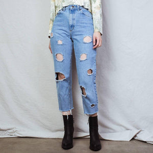 "Vintage Light Wash Distressed LEE Denim Pants / 28"" - Closed Caption"