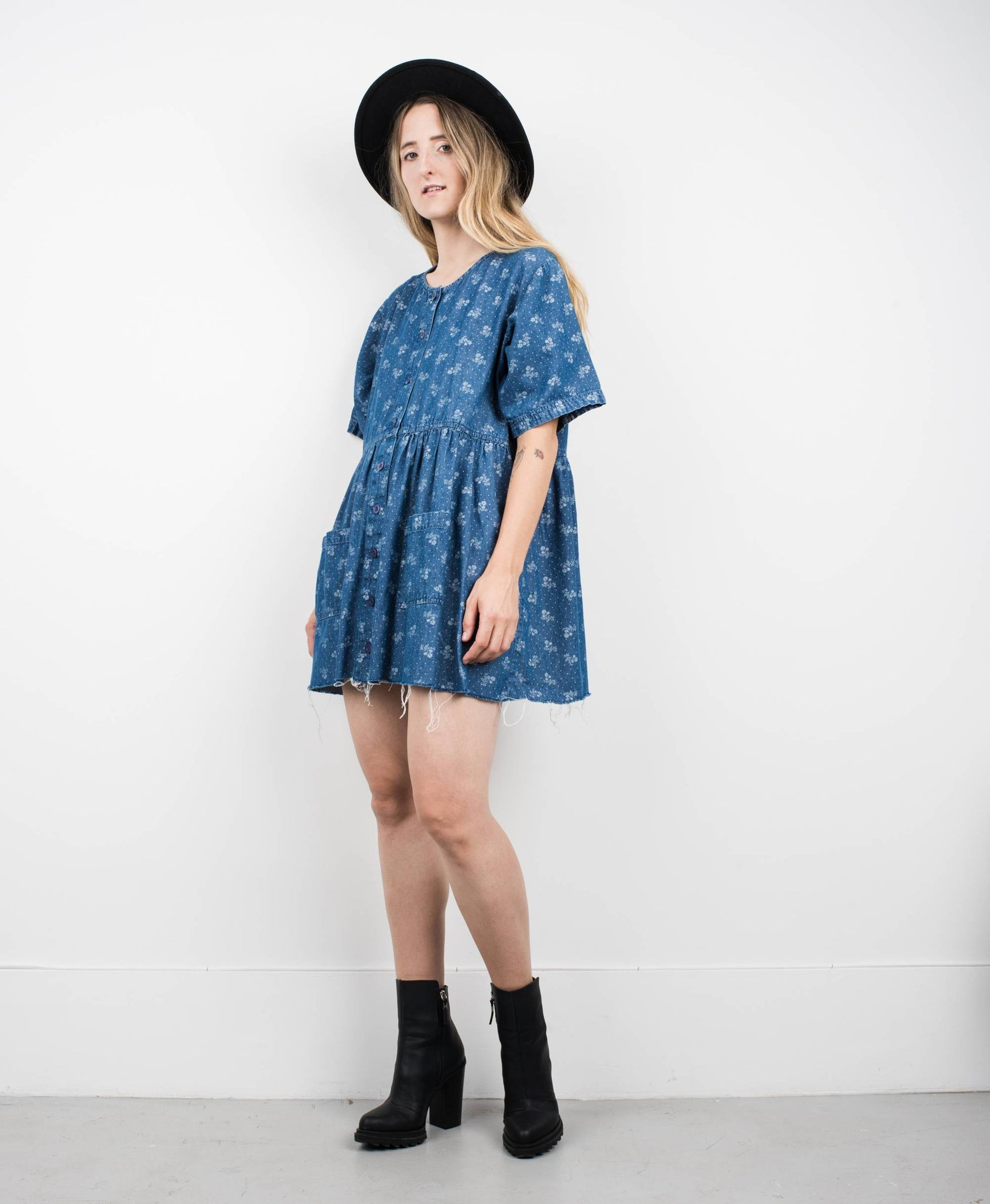 Vintage Short Sleeve Floral Denim Dress / S - Closed Caption