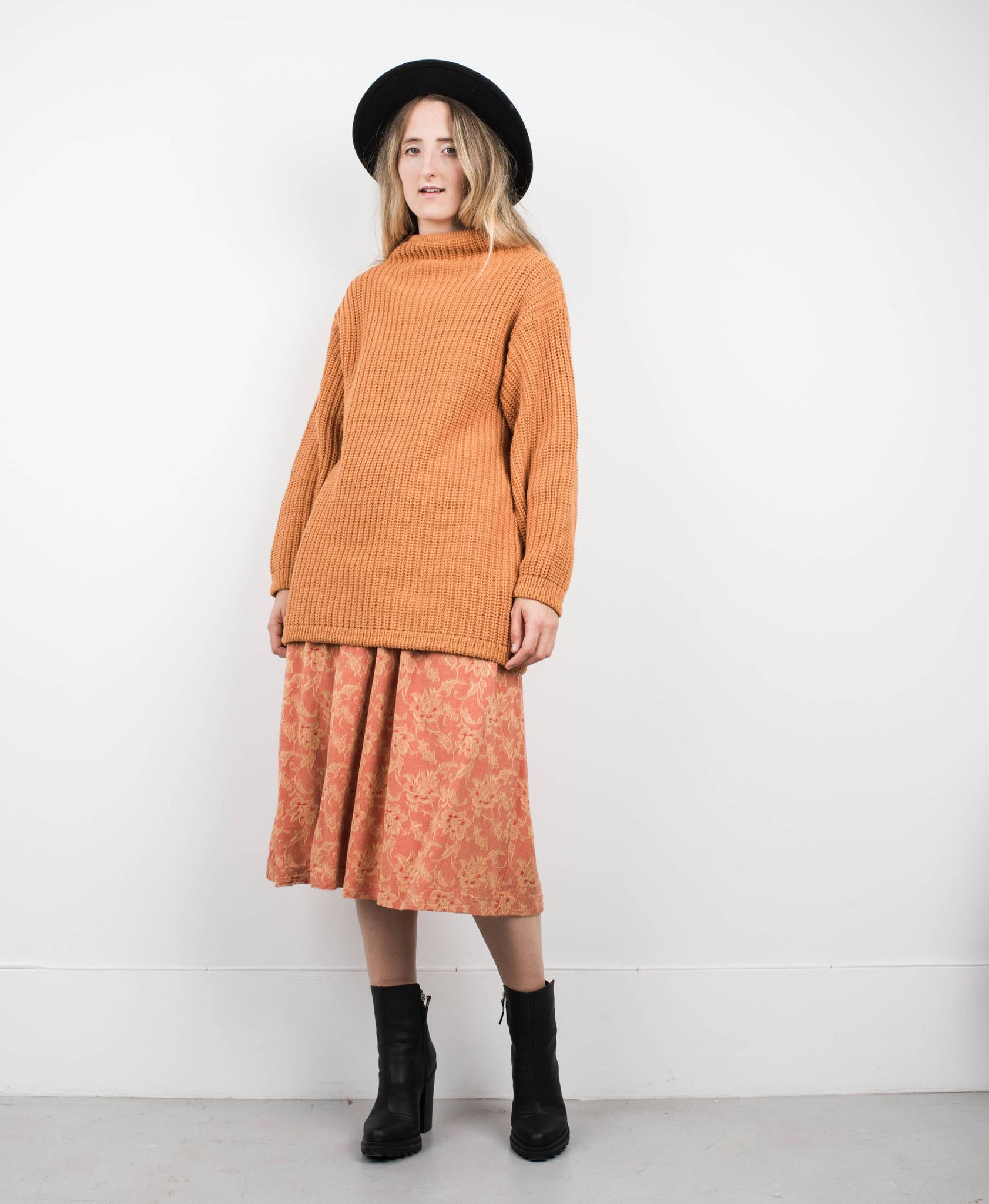 Vintage Oversized Orange Knit Sweater XS/S - Closed Caption