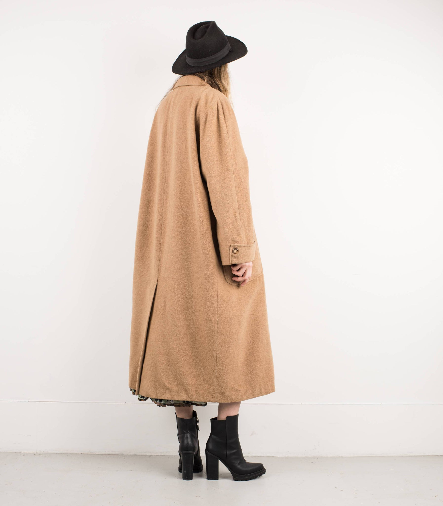 Vintage Camel Oversized Wool Coat / S - Closed Caption