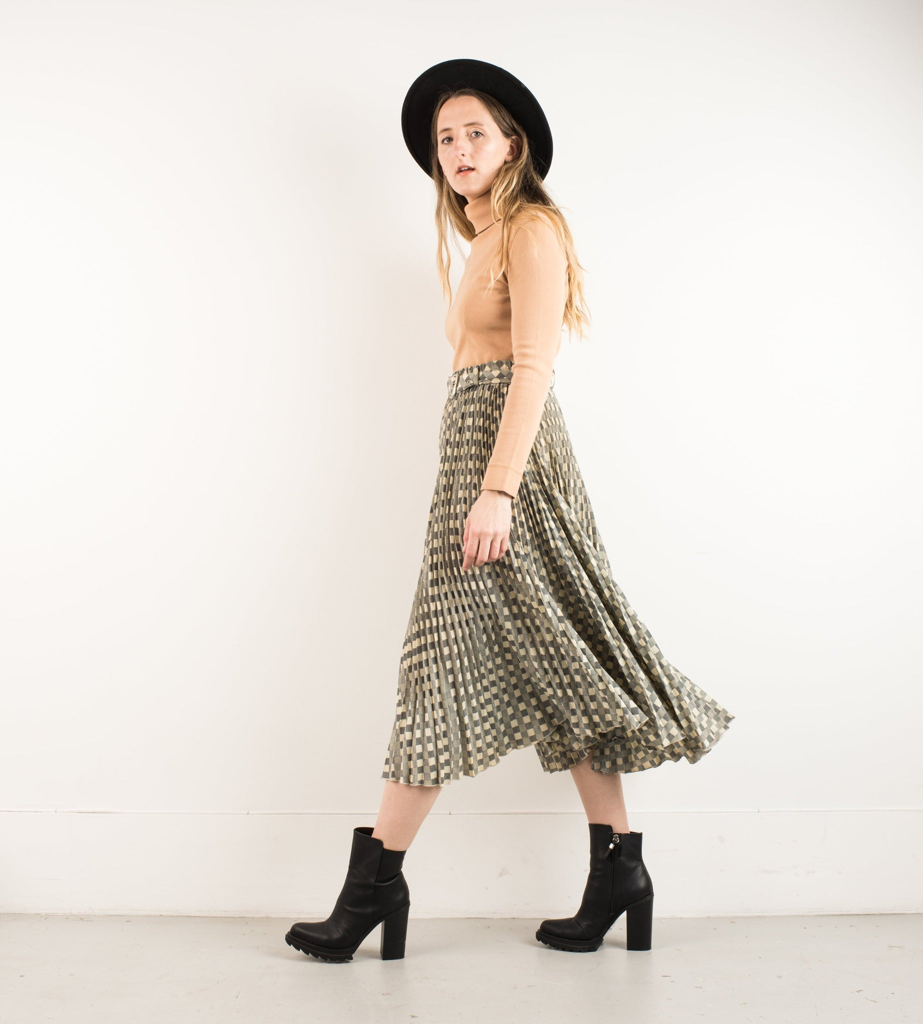 Vintage Checkered Pleated skirt with waist belt / S/M - Closed Caption