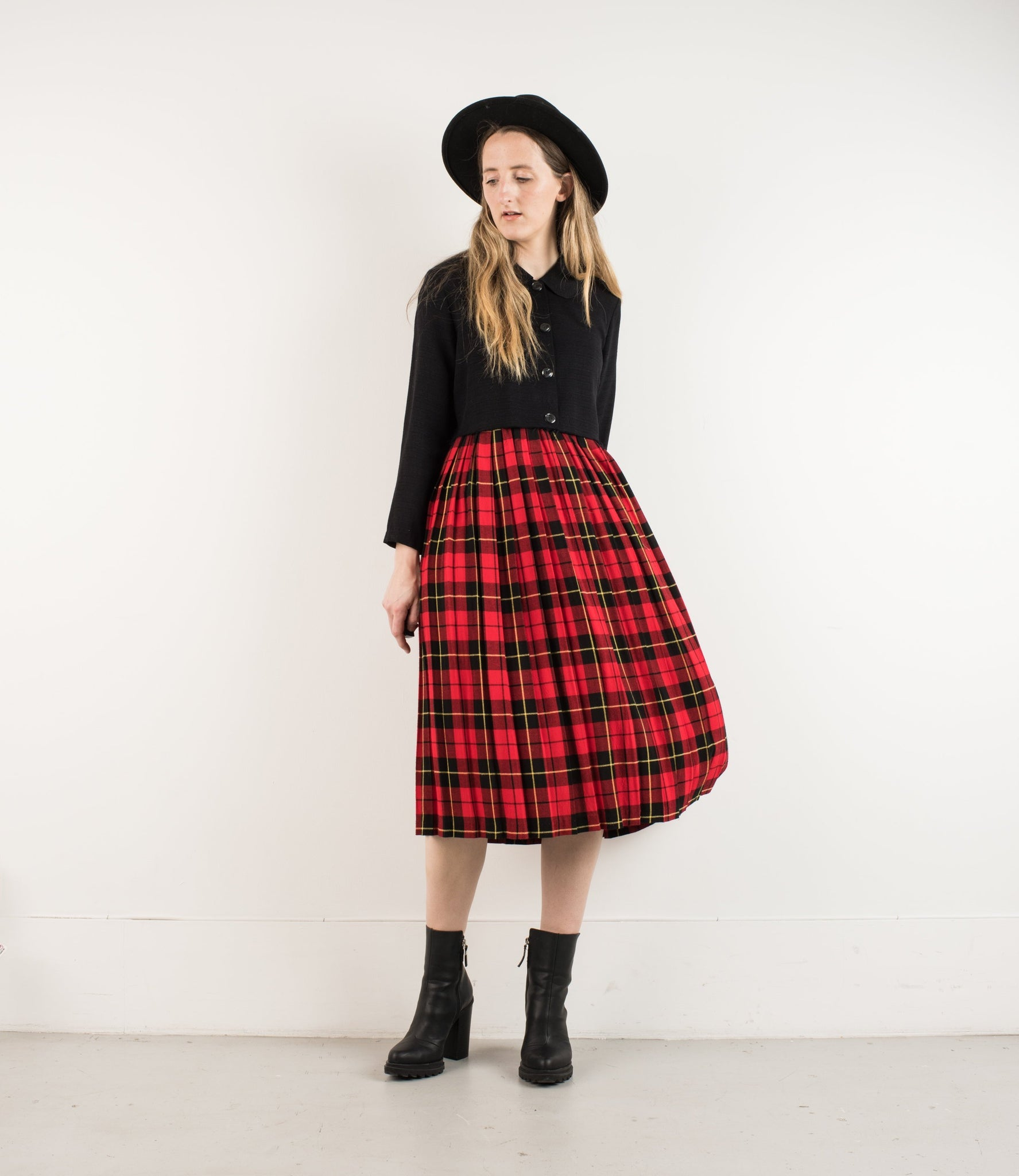 Vintage Plaid Pleated Red and Navy Plaid School Girl Skirt / S - Closed Caption