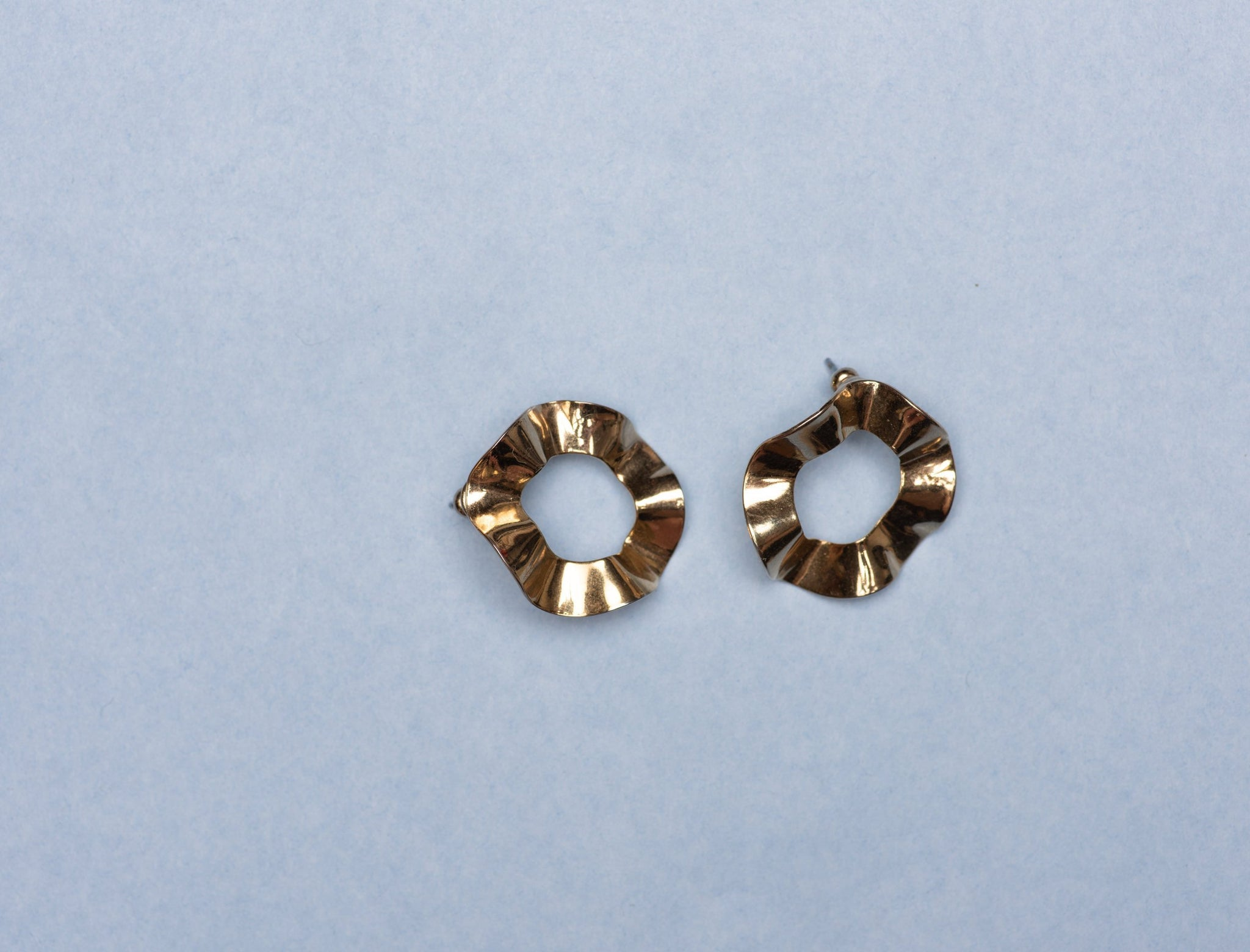 Vintage Gold Wavy Circle Earrings - Closed Caption