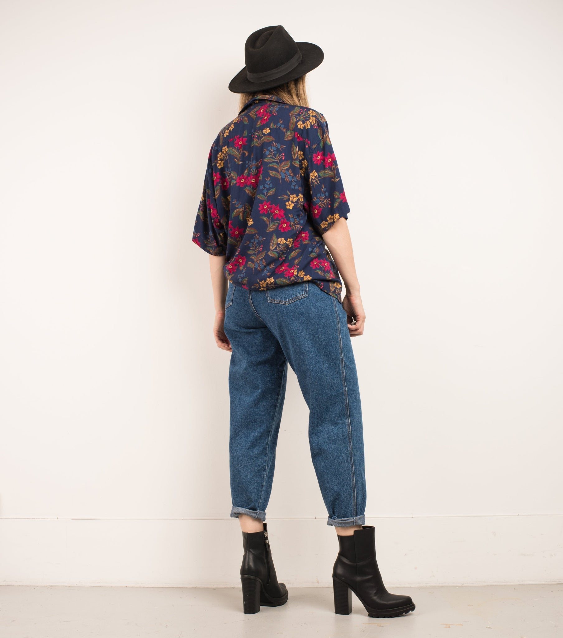Vintage Oversized Floral Boyfriend Shirt / S/M - Closed Caption