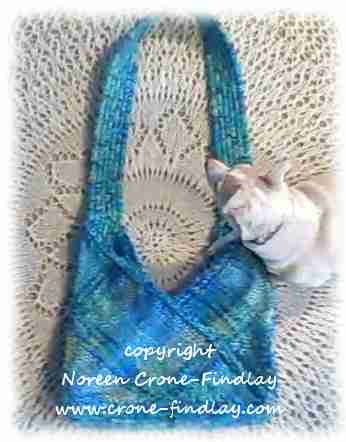 "14"" Triangle Bag - Free Pattern and Video"