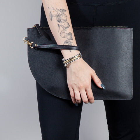 Curve Clutch in Black with model