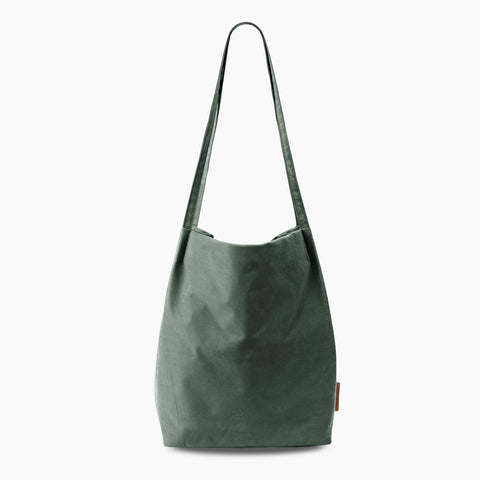 Minimal Tote in Forest