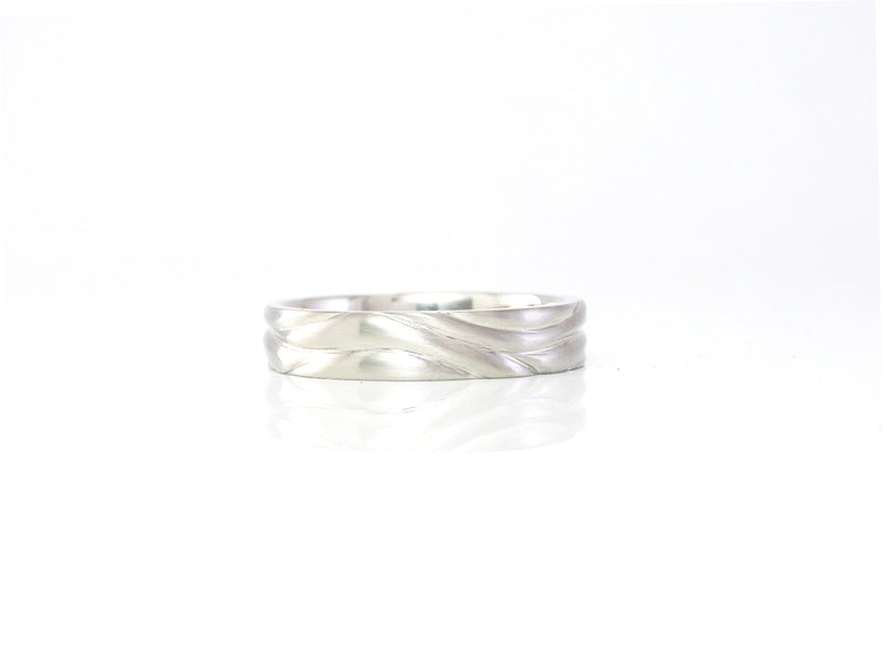 Soft wave carved band