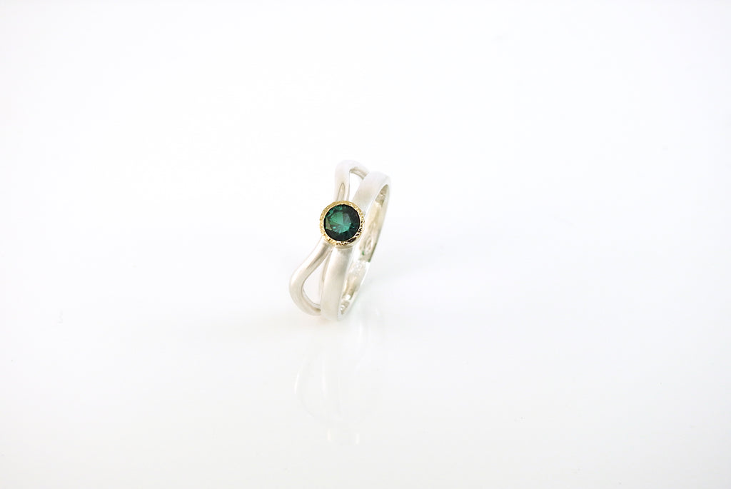Ripple ring with emerald