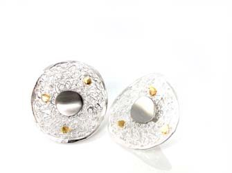 Lace disc stud