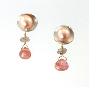 Pearl stud with sparkle
