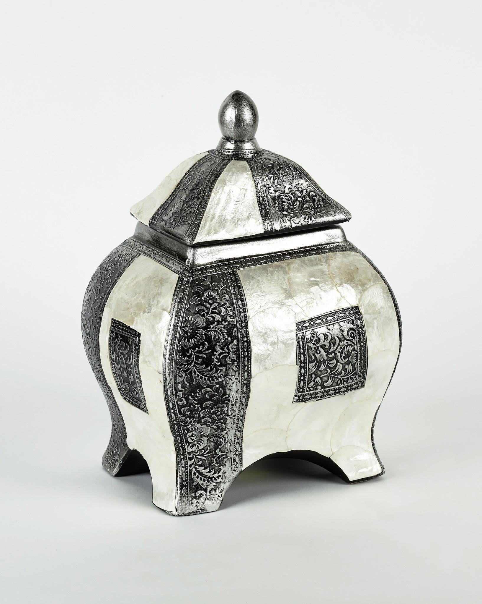 Decorative White and Silver Ceramic Piece (CHECK)