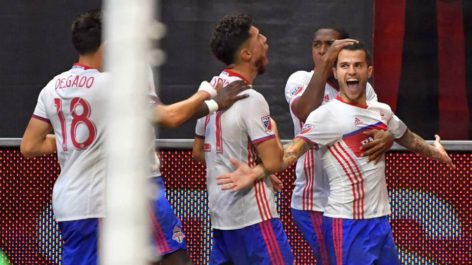 Sebastian Giovinco drinks beer, then scores world-class free-kick