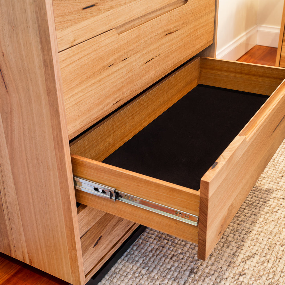 Shanti Floating Messmate Bed