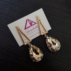 Tear Drop Stone patterned golden earring