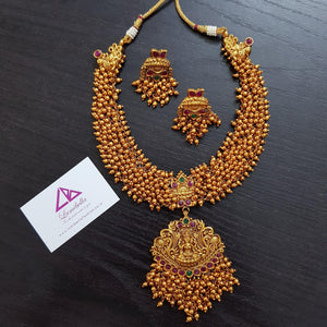 Golden Pearl Embedded Temple Traditional Neckset
