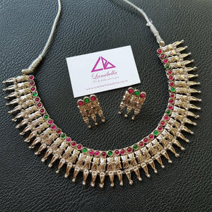 Floral patterned ruby and green kemp stone embellished choker set