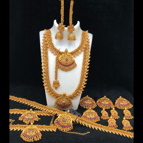 Traditional Style Bridal Set