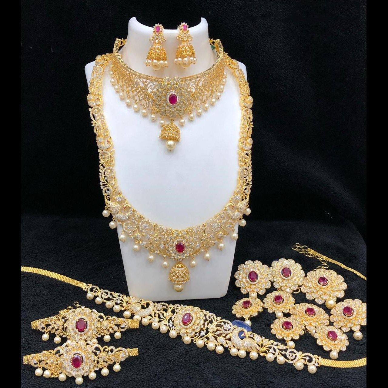 Bridal set with floral patterns and semi-precious stone