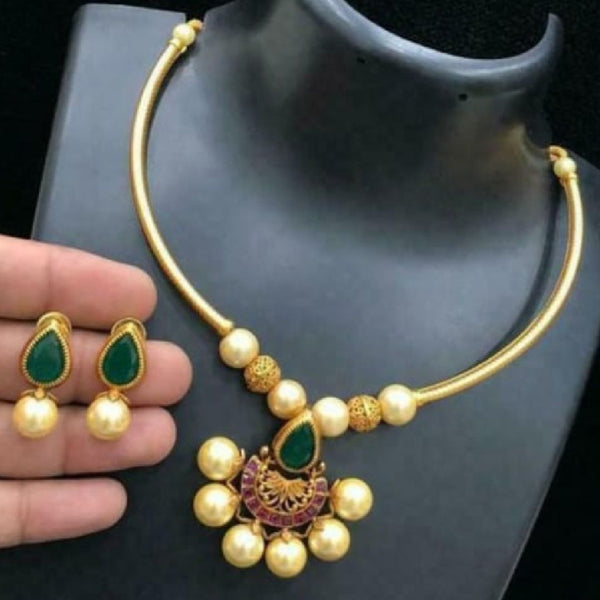 Matte Short Neckset with Golden Pearls
