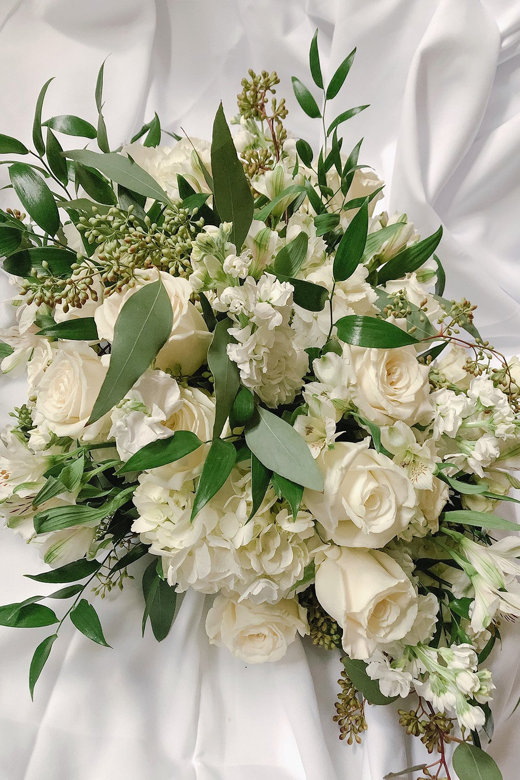 archway sweetheart table centerpiece bloominous wedding flowers rh bloominous com table centerpiece arrangements ideas table centerpiece white flowers