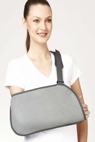 Pouch Arm Sling (Baggy) holds supports and immobilizes the sprained, broken or surgically operated arm in the flexion position while it recuperates.