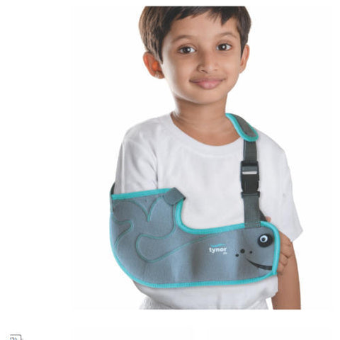 Pouch Arm Sling (Tropical) holds, supports and immobilizes the sprained, broken or surgically operated arm in the flexion position while it recuperates.