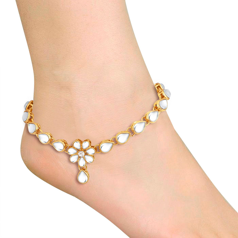 Trushi By Sukkhi Trendy Gold Plated Anklet for women