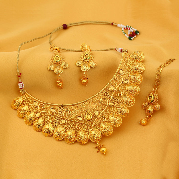 Sukkhi Incredible Classic Gold Plated Kundan Choker Necklace Set for Women