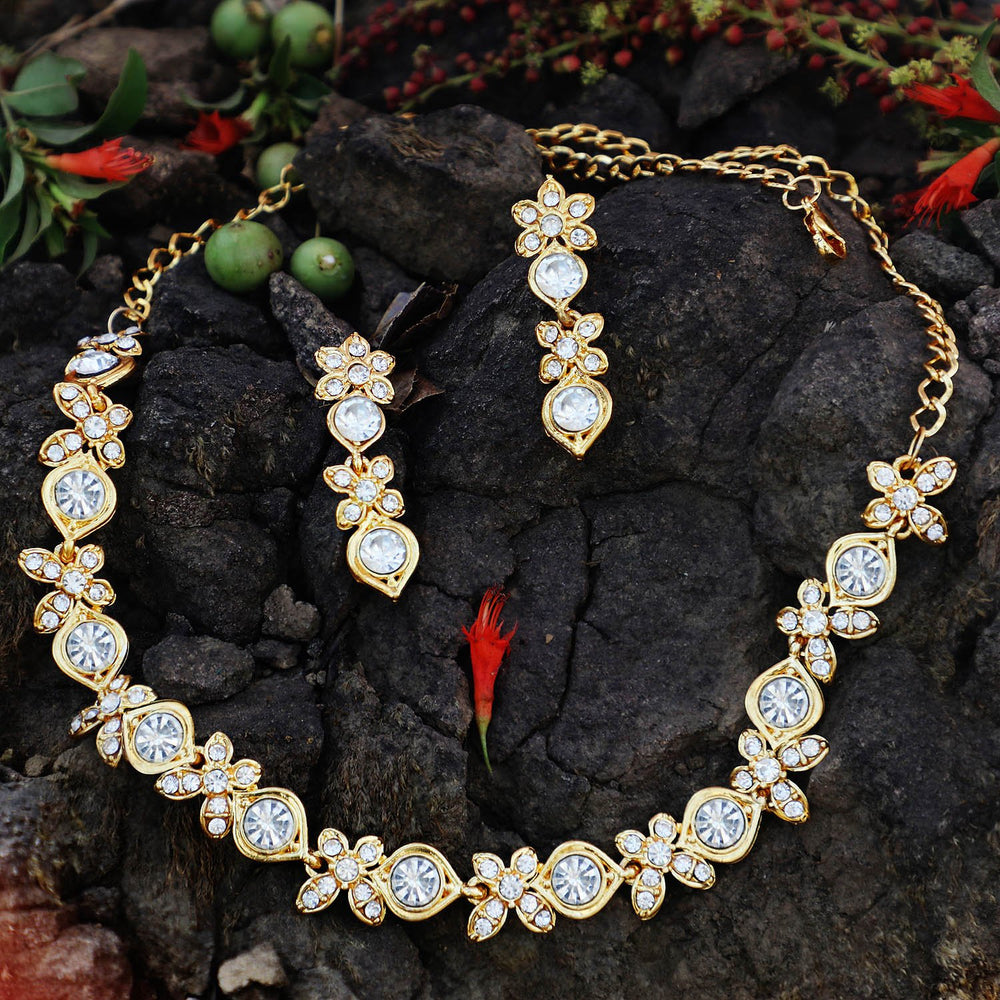 Sukkhi Splendid Gold Plated Collar Necklace Set For Women