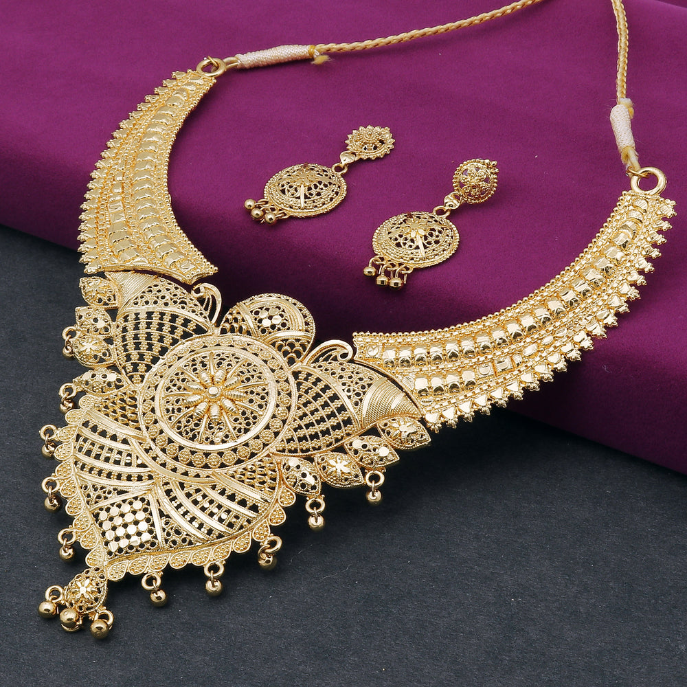 Sukkhi Astonish 24 Carat Gold Plated Choker Necklace Set for Women