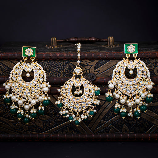Sukkhi Sparkling Kundan Gold Plated Earring and Maangtikka Set for Women