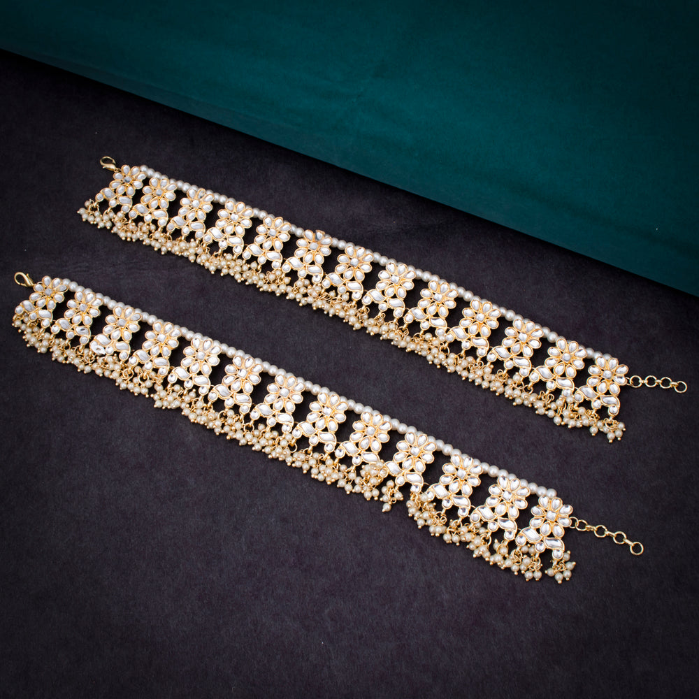 Sukkhi Enchanting Gold Plated Kundan & Pearl Anklet For Women