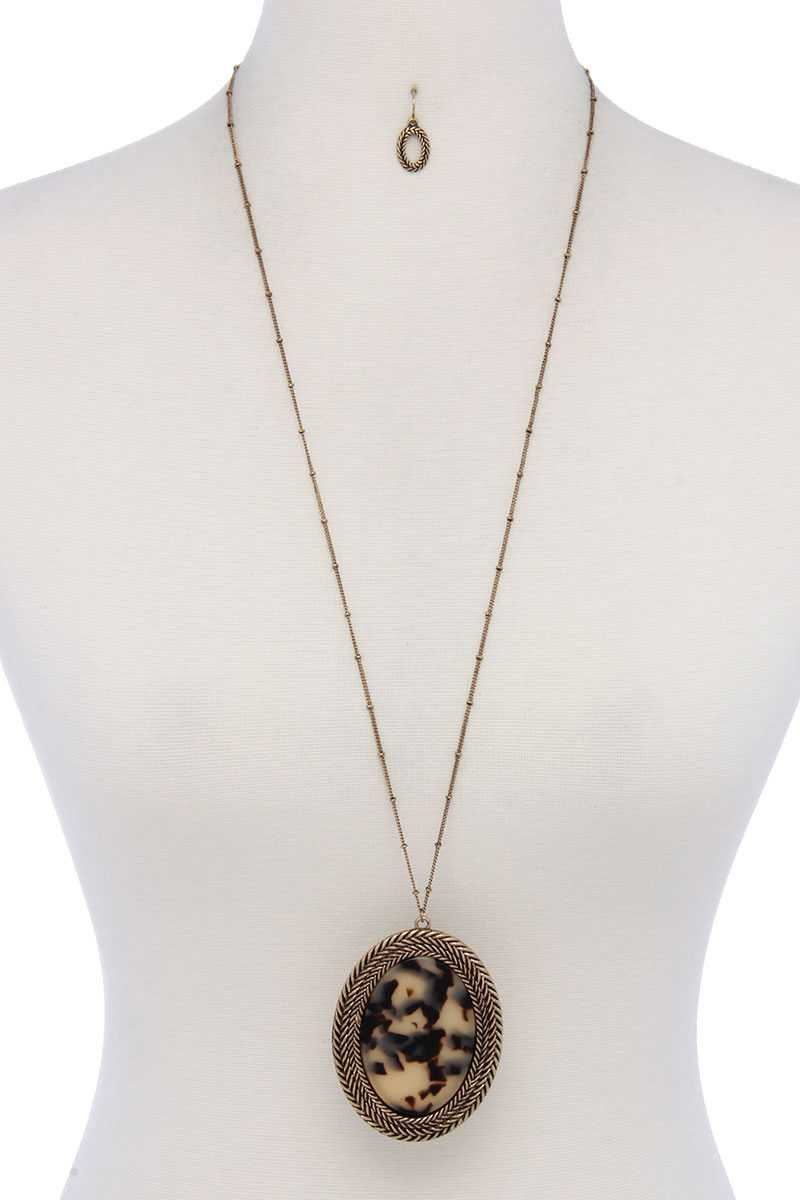Oval Shape Pendant Necklace - Creole Couture Boutique
