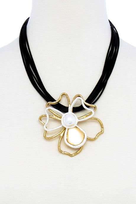 Flower Power Pendant Necklace - Creole Couture Boutique