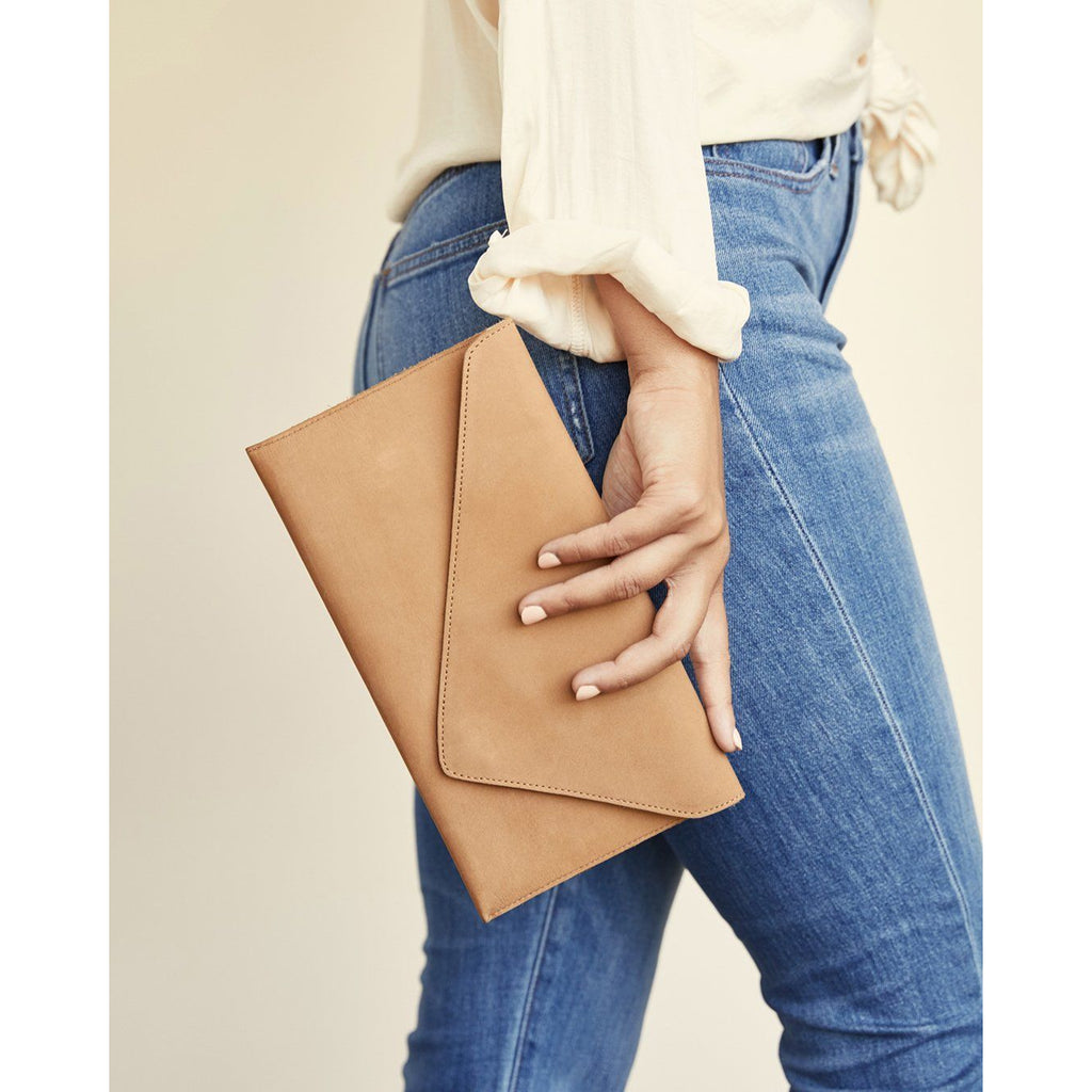 Luisa Clutch Almond