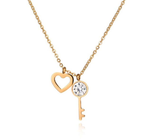 'KEY-TO-HEART' Necklace Gold