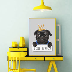 Poster print with a cute pug with a crown and the quote 'I rule the world', on grey background - framed