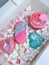Alongside your Mothers Day Florals this Treat box by Nessies Kitchen contains 2 smash hearts, a cake pop, cupcake and mini marshmellows sure to make your Mums Day