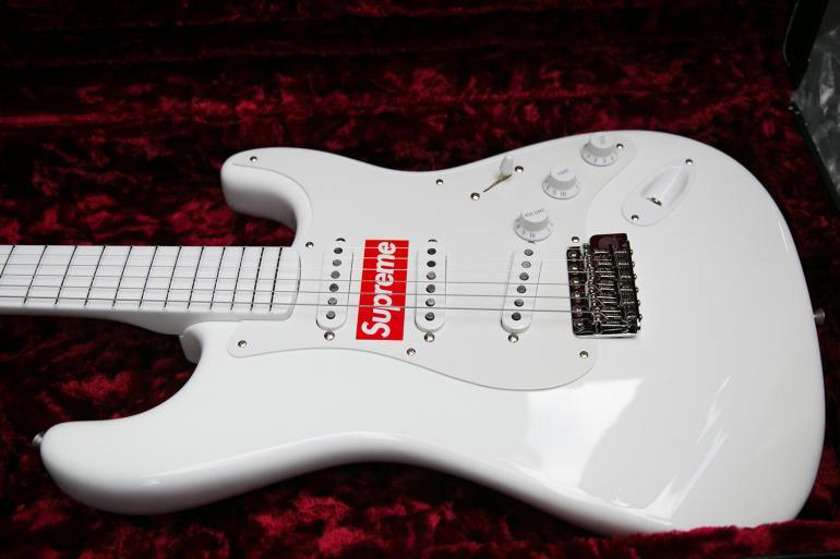 Streetwear Supreme expensive guitar fender white sticker
