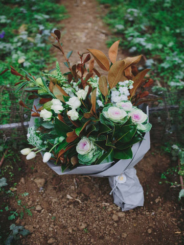 NEUTRAL, CLASSIC SEASONAL BOUQUET
